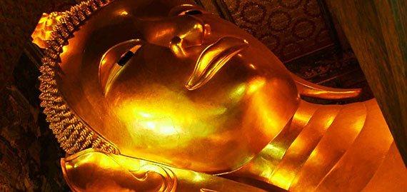 gran buda reclinado de oro