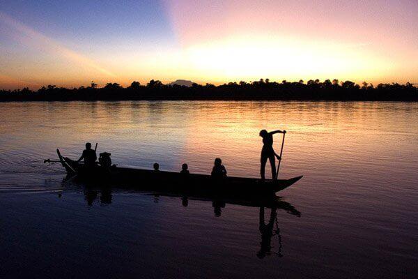 paseo en canoa por camboya