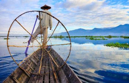 lago inle barco