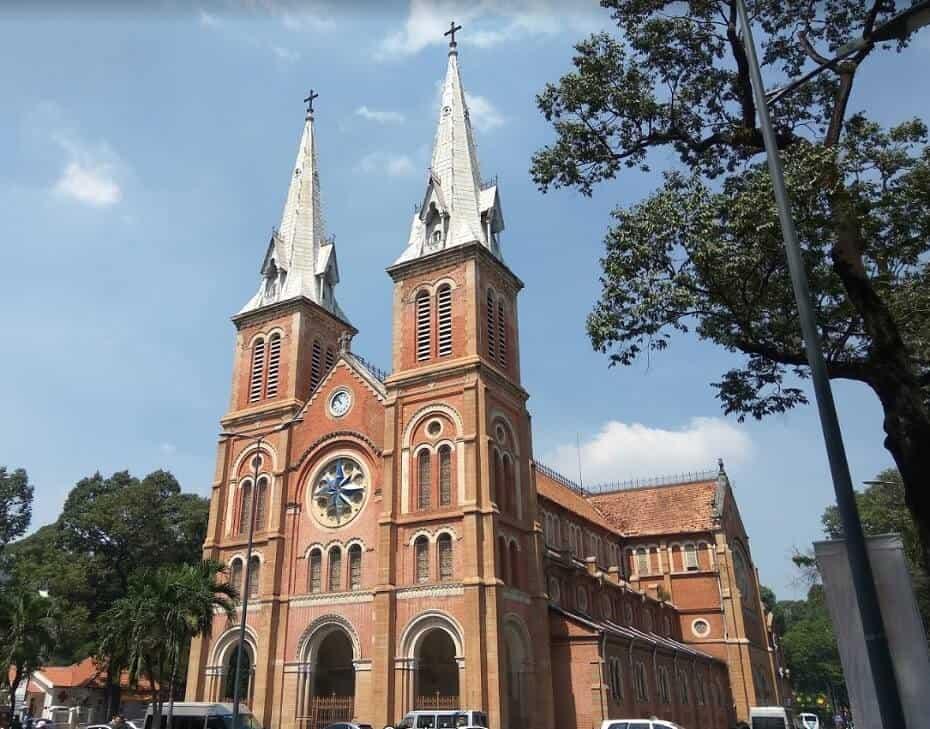 exterior catedral de notre de saigon