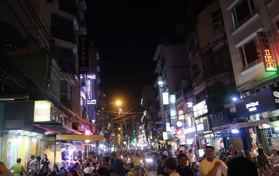 distrito de pham ngu lao de noche
