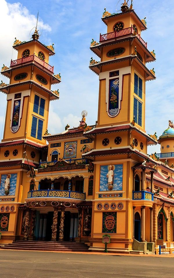 Day trip: Cao Dai Temple and Cu Chi Tunnels